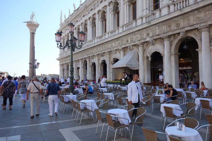 Column San Teodoro och Biblioteca Nazionale Marciana, Venedig.