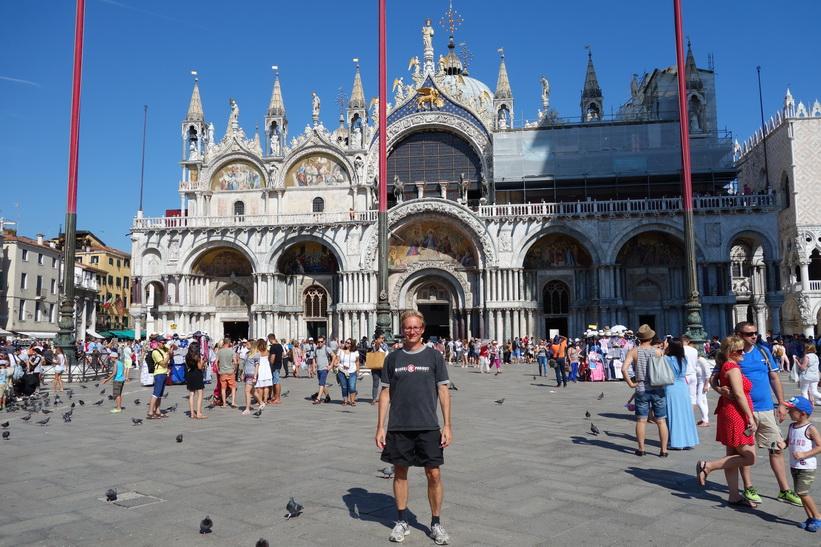 Stefan framför Basilica di San Marco, Markusplatsen, Venedig.