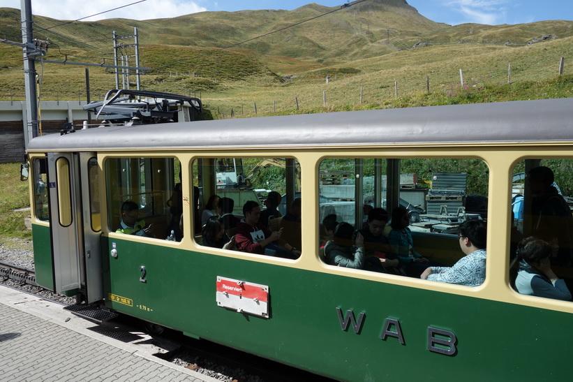 Tåget från Kleine Scheidegg till Lauterbrunnen.
