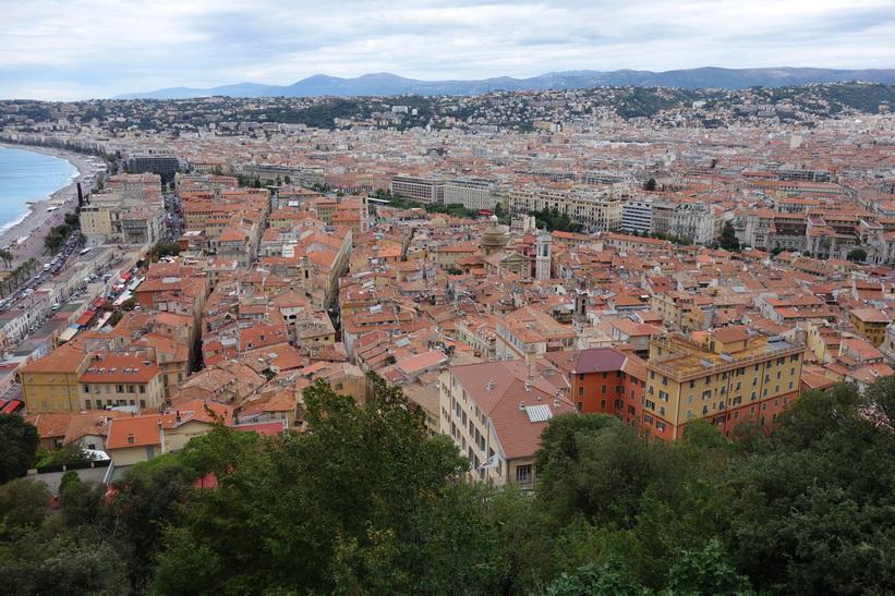 Utsikten över Nice gamla stad från Castle Hill (Colline du Chateau).