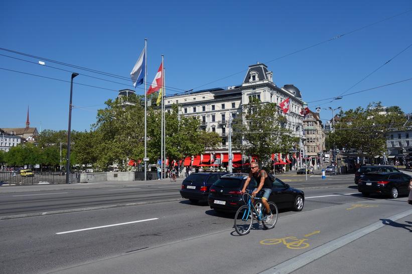 Gatuscen vid Quaibrücke, Zürich.