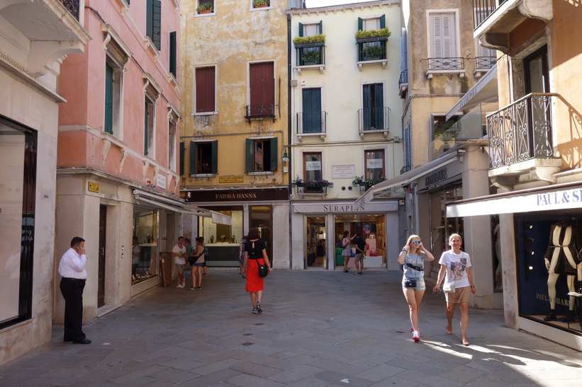 Gatan Calle XXll Marzo, Venedig.