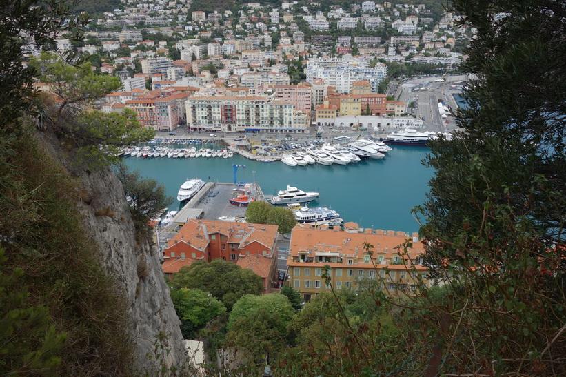 Utsikt över hamnen i Nice från Castle Hill (Colline du Chateau).