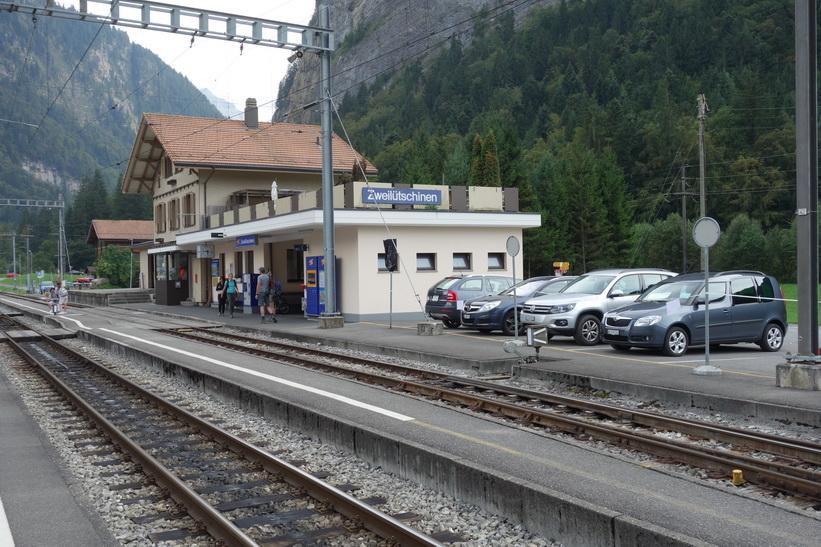 I väntan på station Zweilütschinen för sista tågresan för idag tillbaka till Grindelwald