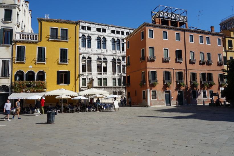 Arkitekturen vid Campo Santo Stefano, Venedig.