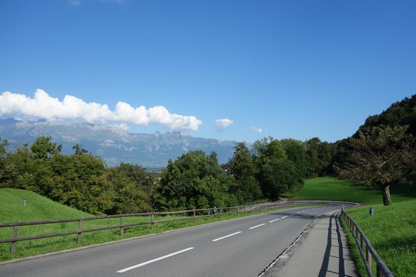 Vägen upp till Vaduz Castle, Vaduz.