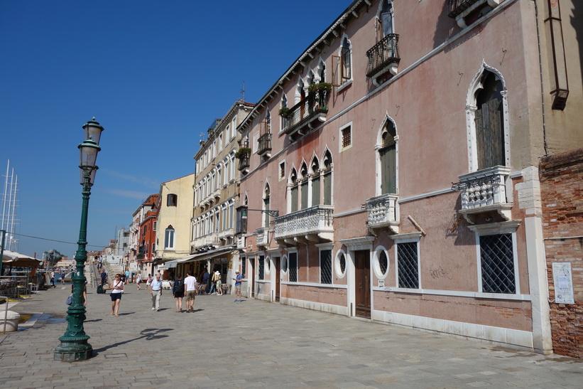 Längs gatan Fondamenta Zattere, Venedig.