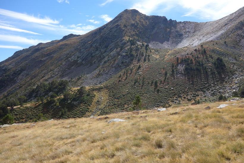 Vandring från området runt bergstoppen Port Vell ner mot Refugio de Coma Pedrosa och leden upp mot Coma Pedrosa.