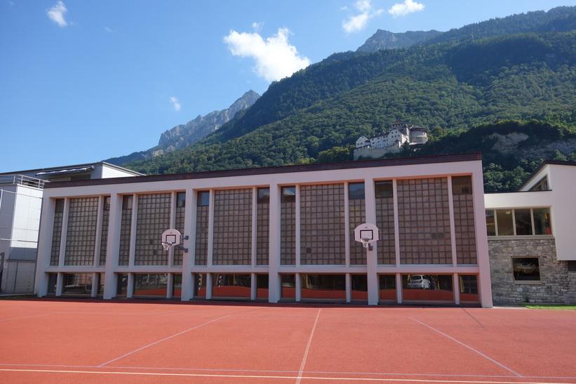 Basketplan med Vaduz Castle i bakgrunden, Vaduz.