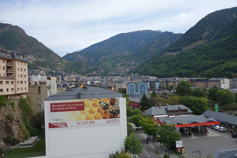 Utsikt från Plaça del Poble över centrala Andorra la Vella.
