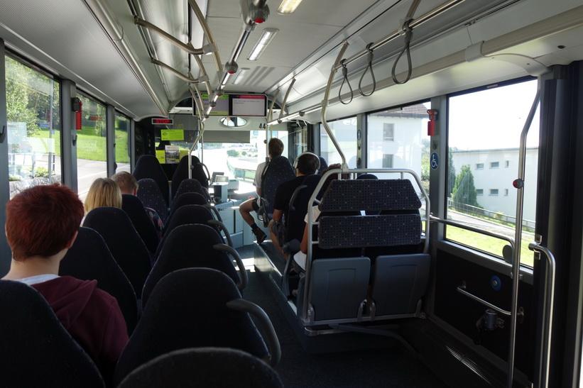 På bussen upp till Triesenberg, Lichtenstein.