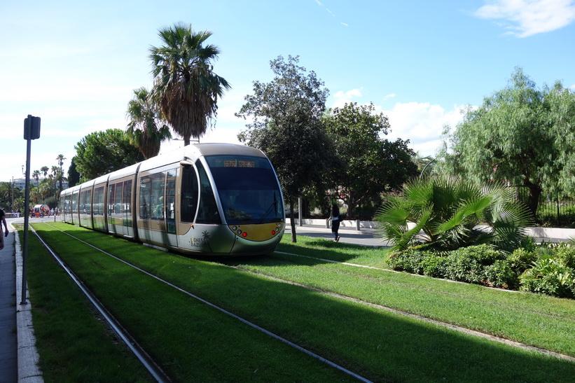 Spårvagn vid station Opéra-Vieille Ville, Nice.