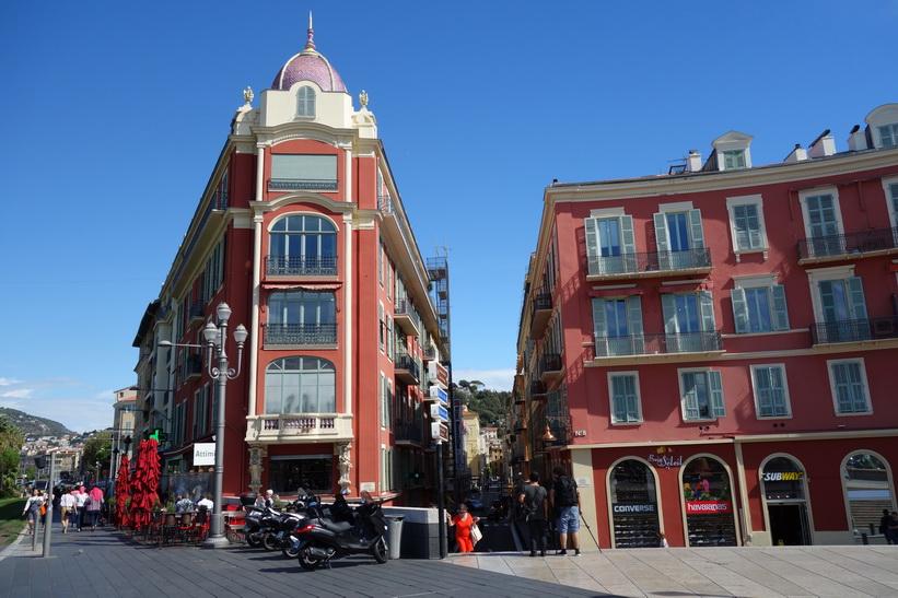 Arkitekturen vid torget Place Masséna, Nice.