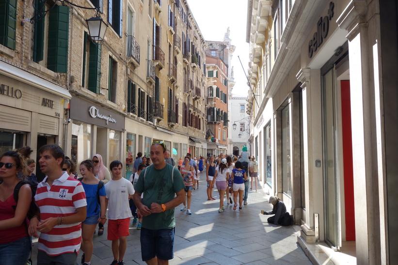 Shoppinggata i Venedig.