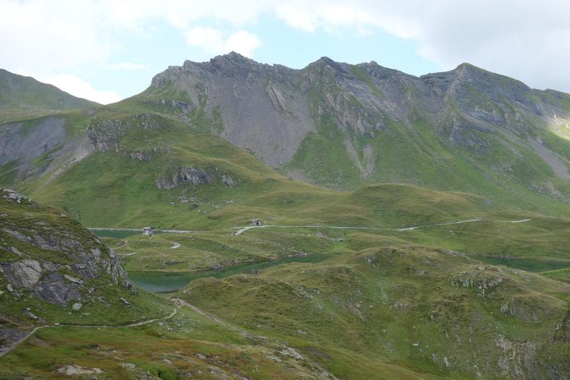 Del av Bachsee. Den långa vandringen från Bachsee (2265 m.ö.h.) hela vägen ner till Grindelwald (1034 m.ö.h.).