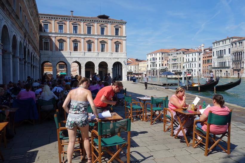 Uteservering vid Canal Grande, Venedig.