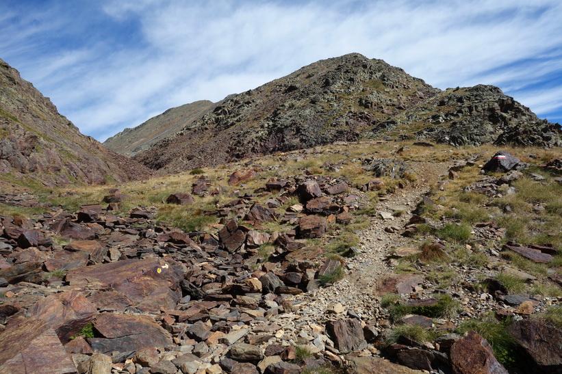 Vandring från Refugio de Coma Pedrosa upp till Black Lake.
