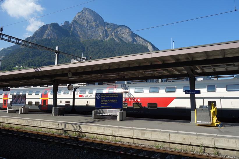 På väg tillbaka till Zürich, tågstationen i Sargans.