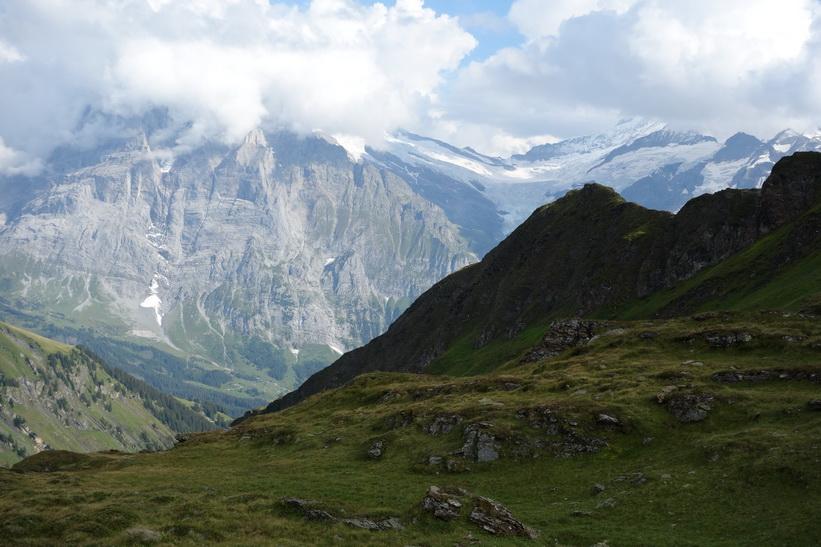 Den långa vandringen från Bachsee (2265 m.ö.h.) hela vägen ner till Grindelwald (1034 m.ö.h.).