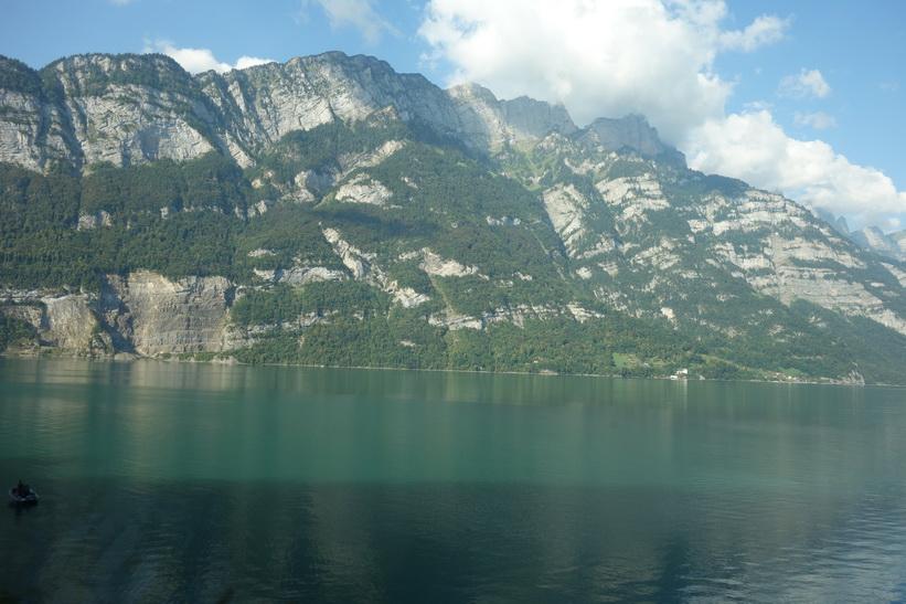 Vackra sjön Walensee i Schweiz.