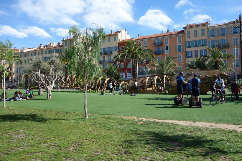 Park längs Promenade du Paillon, Nice.