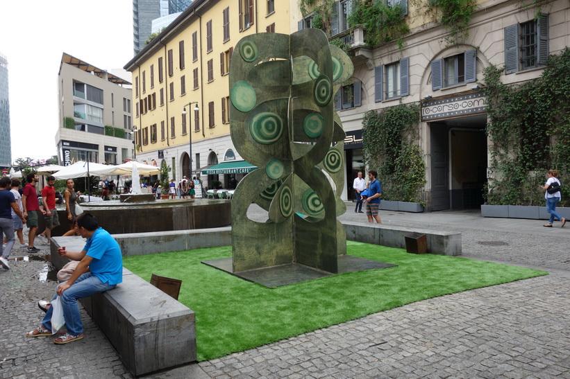 Klädaffären Corso Como till höger i bild, Milano.