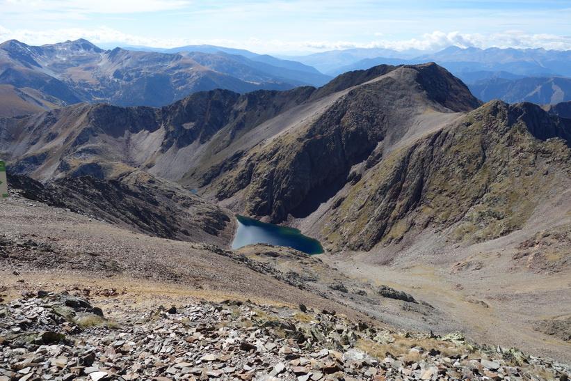 Black Lake sedd från toppen av Coma Pedrosa.