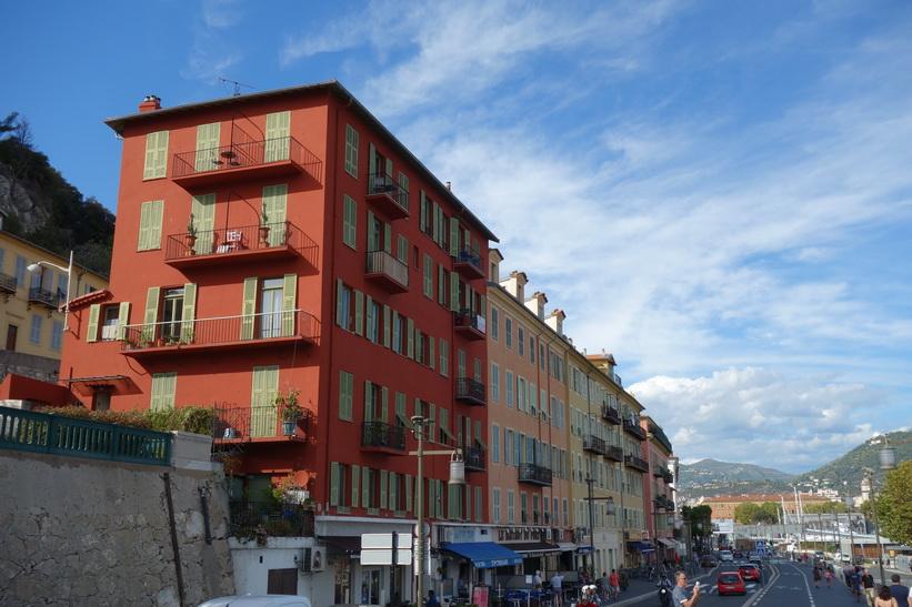 Arkitekturen längs gatan Quai Lunel, Le Port, Nice.