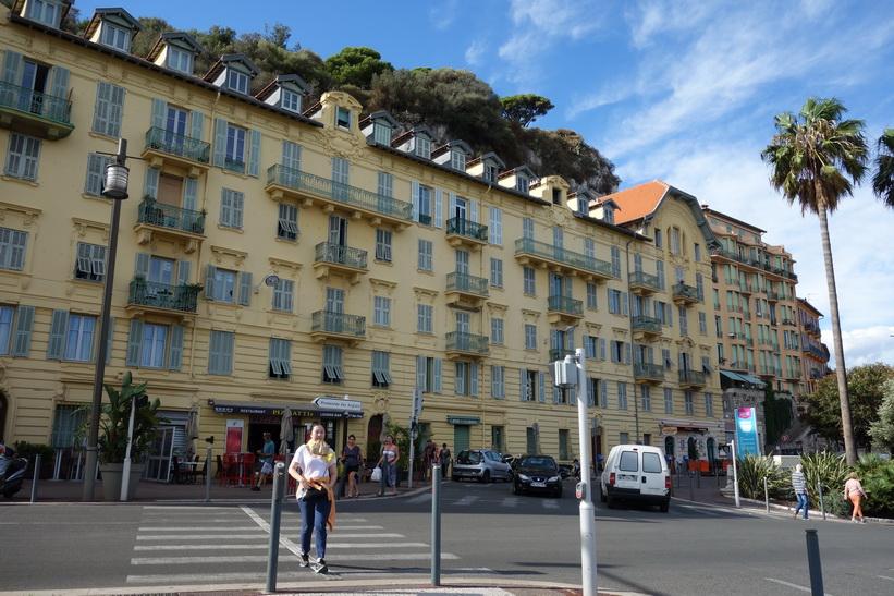 Arkitekturen längs gatan Rue de Foresta, Le Port, Nice.