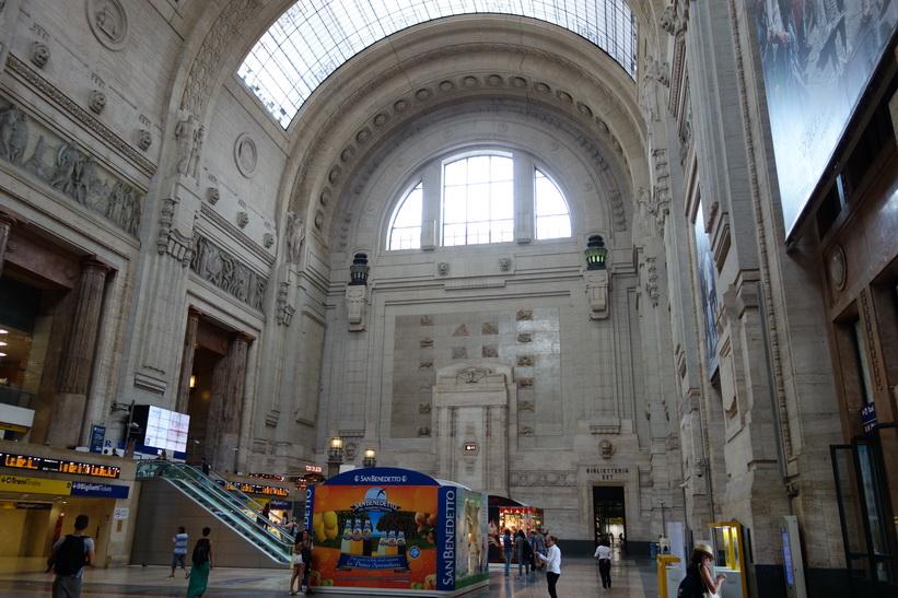 Den fantastiska centralstationen i Milano.