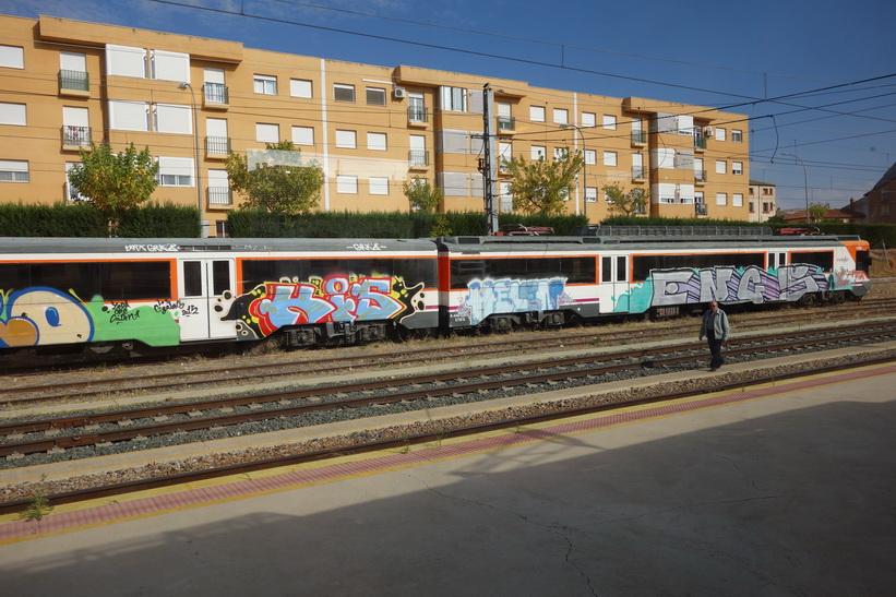 En tågstation någonstans mellan Zaragoza och Madrid.