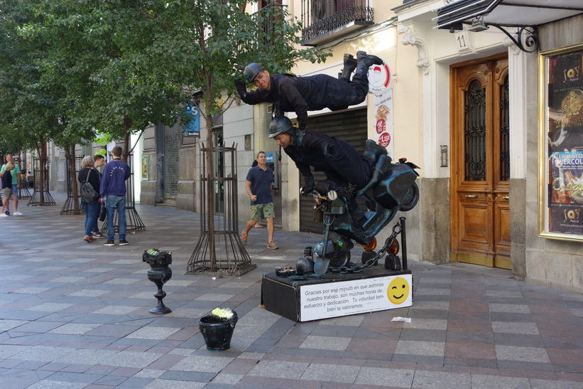Gatuscen längs Calle del Arenal, Madrid.