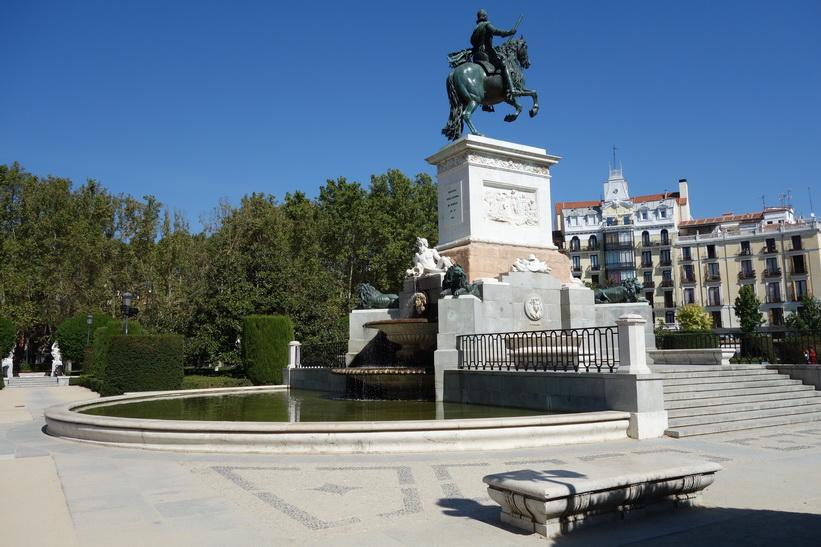 Monumento a Felipe IV, Plaza Oriente, Madrid.
