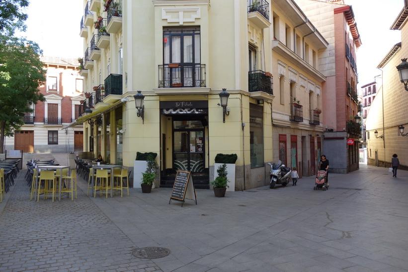 Mysigt café i centrala Madrid.