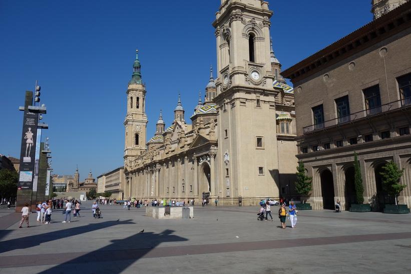 Basílica de Nuestra Señora del Pilar vid torget Plaza de Ntra Sra del Pilar, Zaragoza.