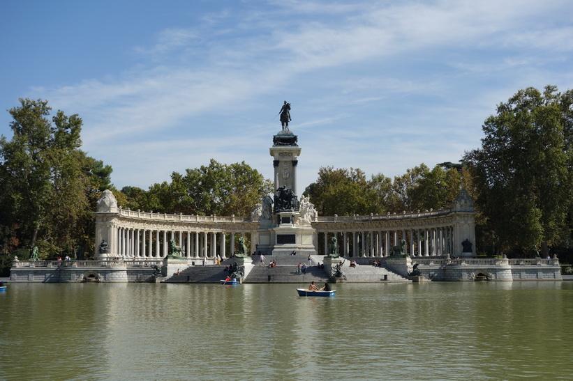 Monumento Alfonso XII, Parque de El Retiro, Madrid.