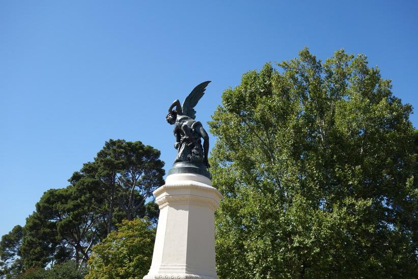 Estatua del Ángel Caído, Parque de El Retiro, Madrid.