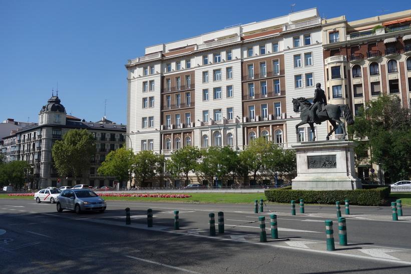 Gatuscen längs Calle de Alcalá, Madrid.