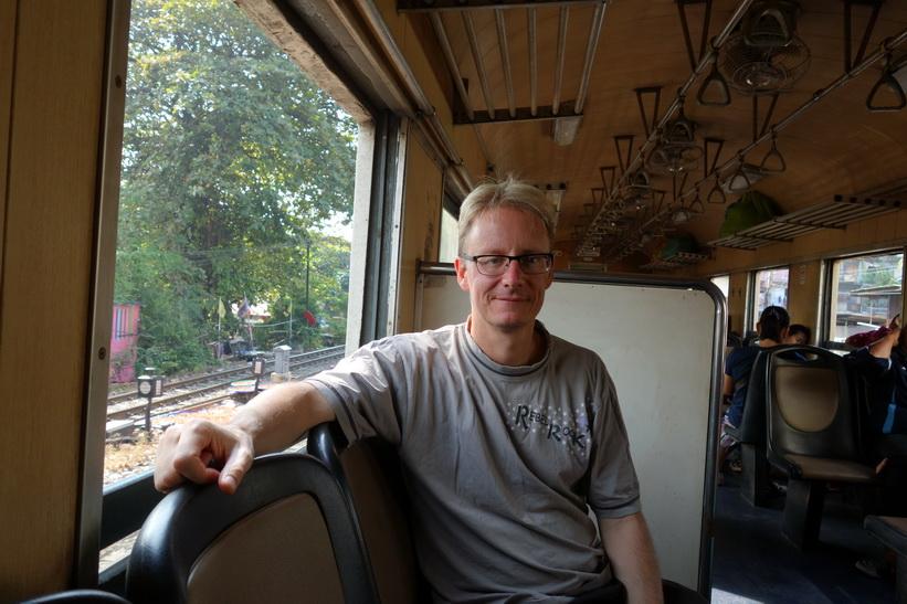Stefan på tåget mellan Bangkok och Chachoengsao.
