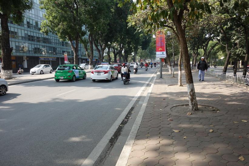 Sista biten av promenaden innan jag är framme vid Lotte Center, Hanoi.