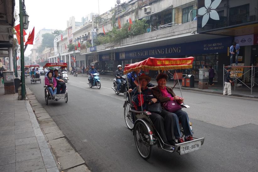 Gatuscen i centrala Hanoi.