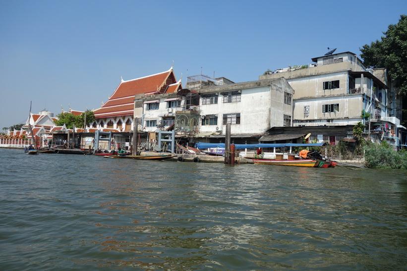 Här sitter jag i min båttaxi och vi lämnar precis Khlong Toey-piren, Bangkok.