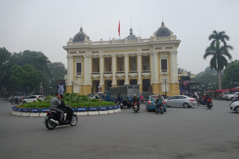 Det vackra operahuset i Hanoi.