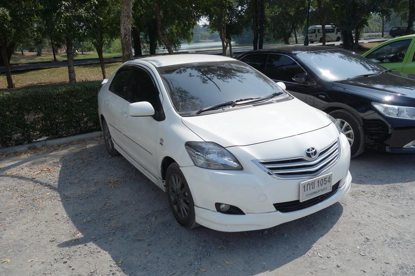 Aoms bil parkerad i Ayutthaya.
