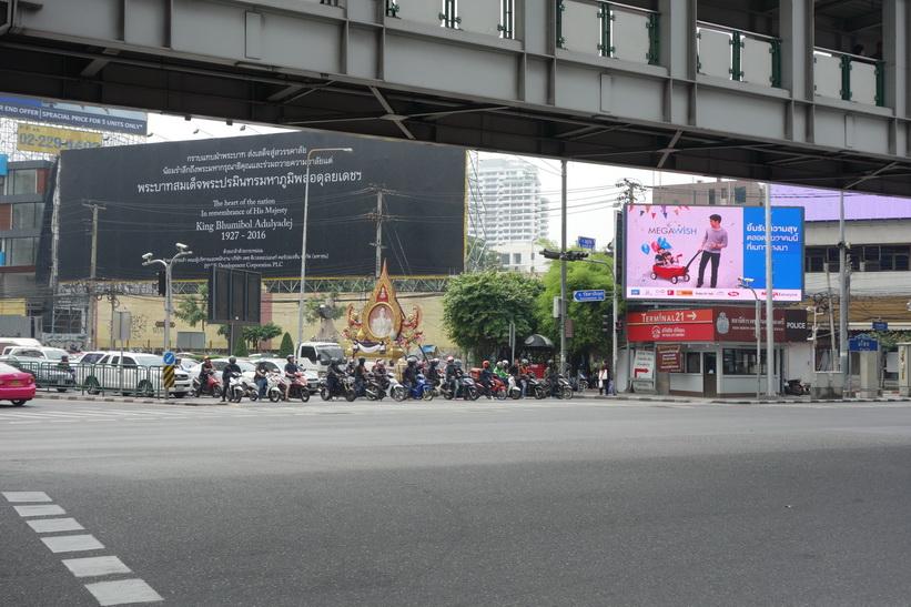 Korsningen Sukhumvit Road-Ratchdapisek Road-Asok Montri Road, Bangkok.
