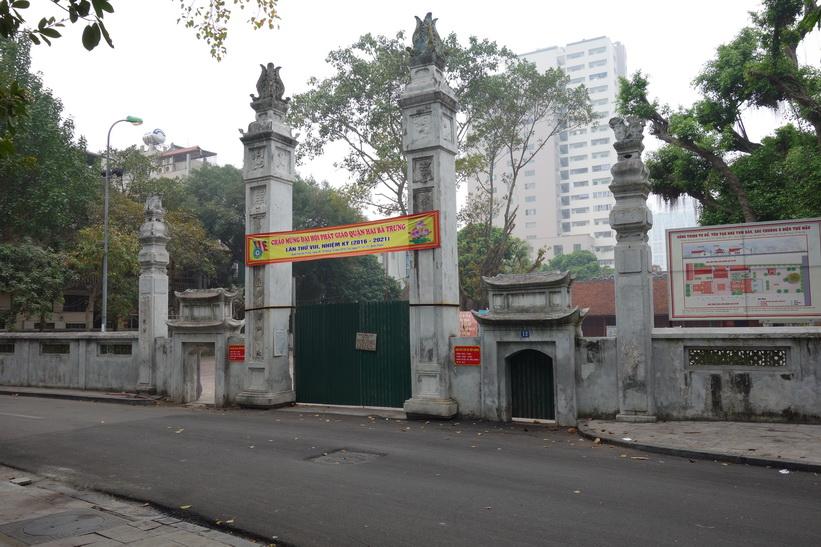 Entrén till Hai Ba Trung-templet, Hanoi.
