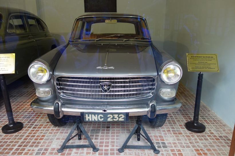 Bil som Ho Chi Minh fått i gåva av annan stat, Ho Chi Minh's residence, Ho Chi Minh complex, Hanoi.
