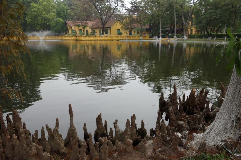 Dammen i Ho Chi Minh's residence, Ho Chi Minh complex, Hanoi.