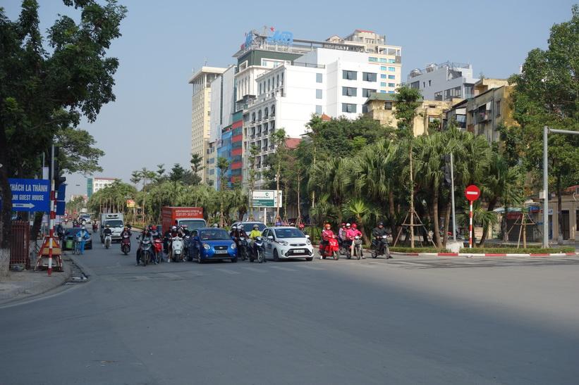 Gatuscen i närheten av Lotte Center, Hanoi.