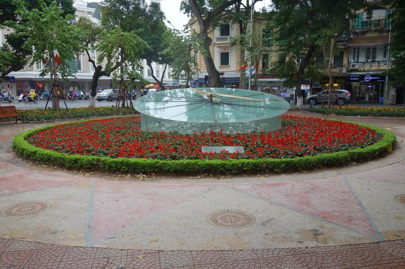 Parken på den södra sidan av Hoan Kiem-sjön, Hanoi.